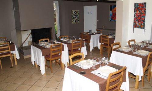 salle restaurant tables de la fontaine