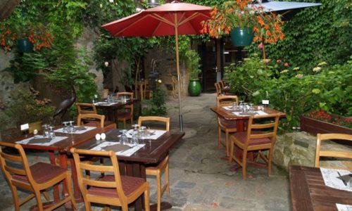 terrasse tables de la fontaine