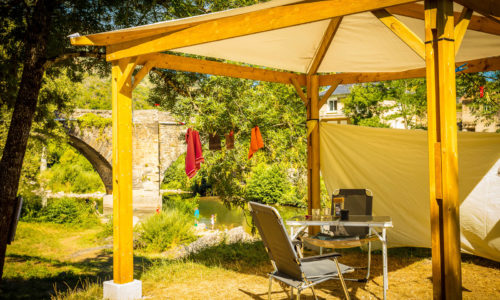 Camping du pont du tarn, le Flower camping, sur les berges du Tarn, à Florac